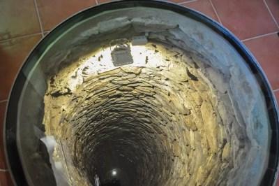 Ollomont-Le puits maçonné de 6 mètres de profondeur