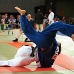 Judo_Anthony_Clarke_fights_Ian_Rose_2_-_3b_-_Sydney_2000_match_photo