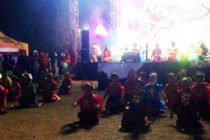 Tari Paddupa Massal Meriahkan Penutupan Manggala Night Festival