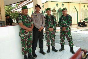 TNI-Polri di Lutra Perkuat Solidaritas Amankan Natal dan Tahun Baru