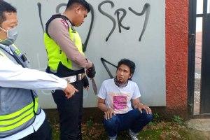 Acungkan Parang Saat Sweeping Pajak, Polisi Tahan Pria Ini