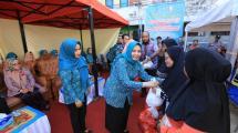 PJ Ketua TP PKK Kota Makassar Bagikan 3.375 Paket Sembako Gratis