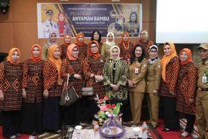 Disdag Makassar Gandeng Dekranasda Gelar Pelatihan Anyaman Bambu