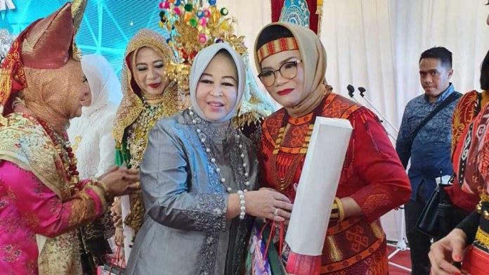 Kenakan Busana Toraja, Lies F Nurdin Harumkan Nama Sulsel