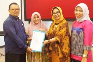 LLDIKTI Sulawesi Serahkan SK Perubahan Nama Yayasan Kurnia Persada Palopo