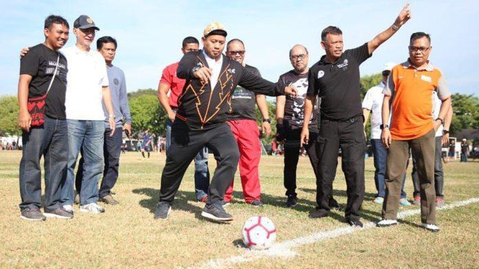 Pj Wali Kota Makassar Iqbal Suhaeb membuka Liga Sepak Bola Karyawan (Gala Karya) Zona Sulsel 2019
