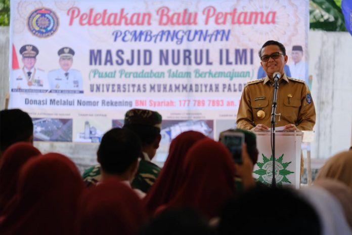Hadiri Peletakan Batu Pertama Masjid Nurul Ilmi Unismuh Palopo, Gubernur Serahkan Bantuan Rp1 miliar