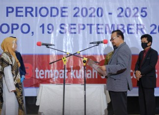 Kepala LLDIKTI IX Resmi Melantik Rektor Pertama Universitas Mega Buana Palopo