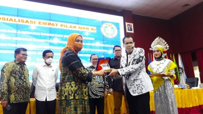 MPR RI & PGRI Sosialisasi Empat Pilar Bertajuk 'Hidup Guru, Jaya PGRI, Solodaritas'