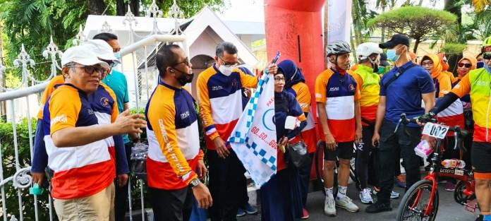 Gubernur NA Lepas Peserta Gowes Sehat IKA Smanli Rute Makassar-Pangkep