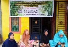 Dosen FAI Unismuh Makassar Gelar PKM Kelompok Pengrajin Tusuk Sate di Turikale