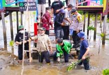Tanam Mangrove Bersama Driver Gojek, Wagub Sulsel Ajak Hijaukan Pesisir