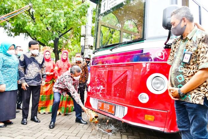 Launching Bus Wisata Metro Kota, Gubernur: Ini merupakan ide brilian