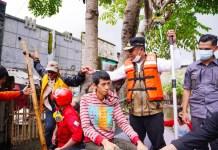 Wagub Sulsel Evakuasi Korban Terjebak Banjir di Antang