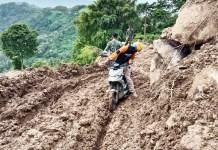 Tempuh Medan Terjal, Tak Surutkan Semangat TIM DMC Bantu Penyintas Gempa Sulba