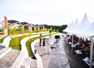 Resmikan Amphi Theatre, Gubernur Sulsel Akan Benahi Kerusakan Jalan Metro Tanjung Bunga