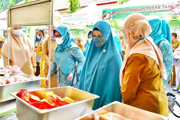 Buka Gelar Pangan Pasar Tani Sulsel, Naoemi: Sangat bermanfaat bagi warga terdampak pandemi