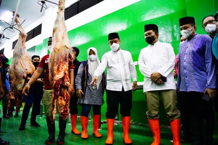 Jelang Idul Fitri, Plt Gubernur Sulsel Tinjau RPH Manggala, Jamin Ketersediaan Daging