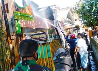 Kebakaran di Jalan Matahari, Damkar Gowa Langsung Turunkan Dua Armada