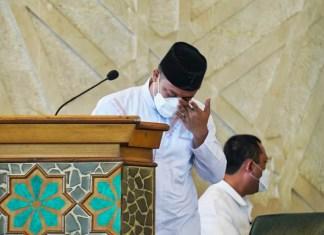 Meneteskan Air Mata, Plt Gubernur Sulsel Melepas Jenazah Almarhum AGH Sanusi Baco