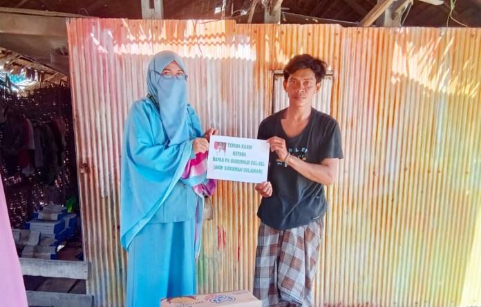 Tinggal Berdua Bersama Anaknya di Rumah Tak Layak Huni, Warga Pinrang ini: Terima Kasih Bantuannya Pak Plt Gubernur Sulsel
