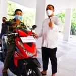 Virtual Bareng Menkes dan Deddy Corbuzier, 'Kakek Inspirator Vaksin' dapat Hadiah Motor dari Plt Gubernur Sulsel