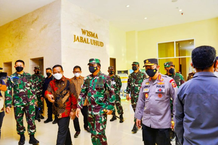 Didampingi Plt Gubernur, Panglima TNI dan Kapolri Tinjau FIT Asrama Haji