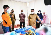 Korban Penganiayaan Orang Tua di Gowa Dijenguk Plt Gubernur Sulsel