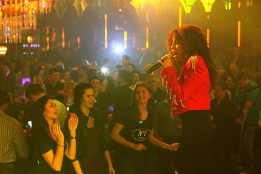 Veronika – show incendiar intr-un club din Bucuresti