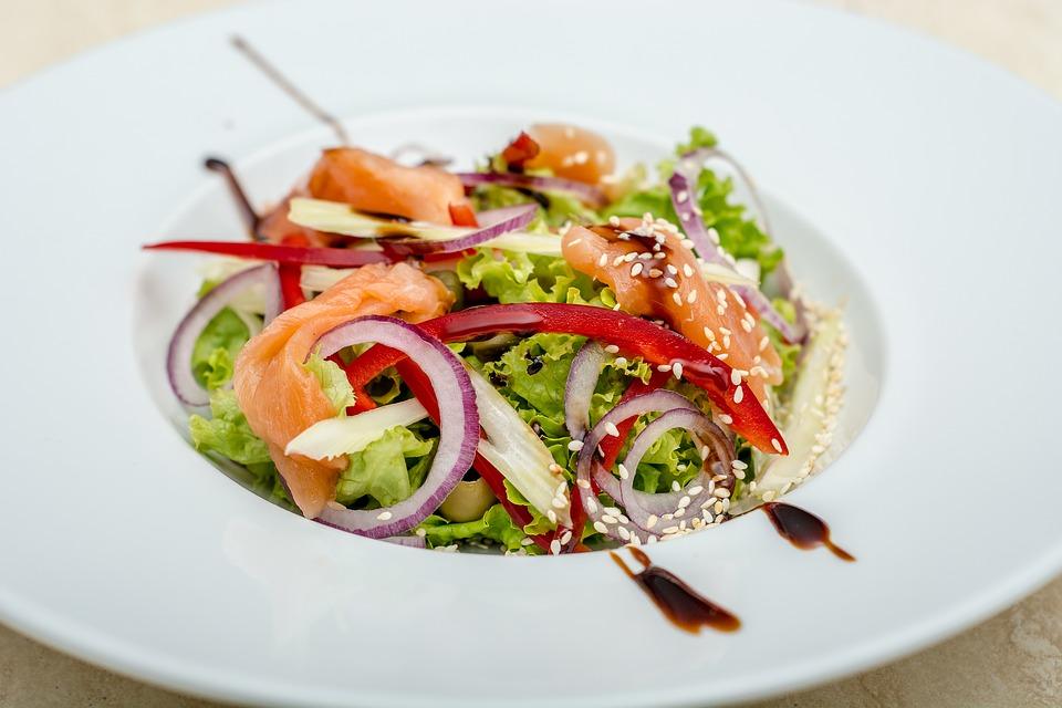 smoke salmon salad with onion, lettuce, seasme seed ...