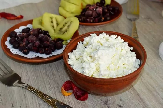 Love bedtime snacks? Cottage cheese boosts metabolism and muscle quality