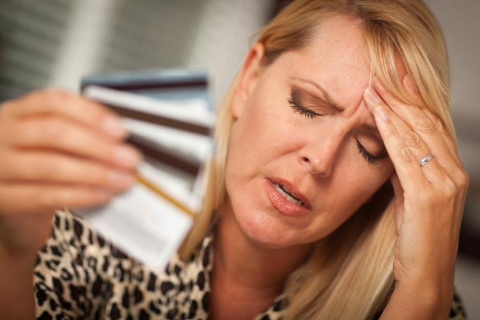 https://i1.wp.com/www.medicalnewstoday.com/content/images/articles/306/306874/a-woman-with-a-headache-holding-credit-cards.jpg