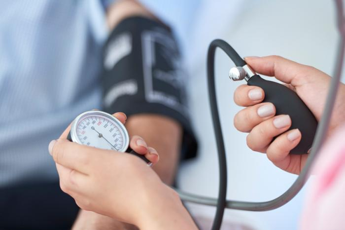 https://i1.wp.com/www.medicalnewstoday.com/content/images/articles/313/313876/close-up-of-doctor-s-hands-taking-blood-pressure-using-blood-pressure-monitor.jpg