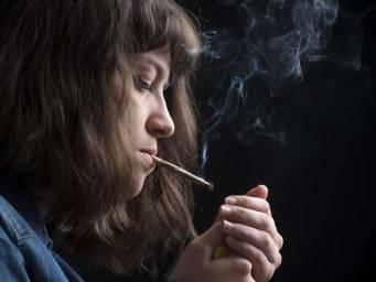 Teen marijuana use may lead to bipolar symptoms later on