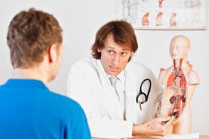 Médico explica las posibles causas de micción frecuente