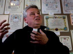 """Vatican News: """"Card. Krajewski: ho riattivato la luce per la sopravvivenza di famiglie e bambini"""""""