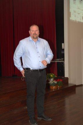 Medielærer Jone Nyborg snakket om mediefagets historie. Sjekk ndla.no og Jones twitter-adresse