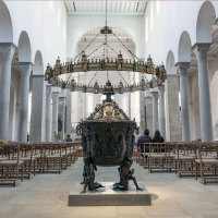 Material Culture, Art and the Elites at Hildesheim; Medieval Histories