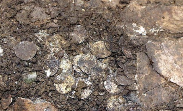 5000 medieval coins - photo from Weekend Wanderers Detecting Club