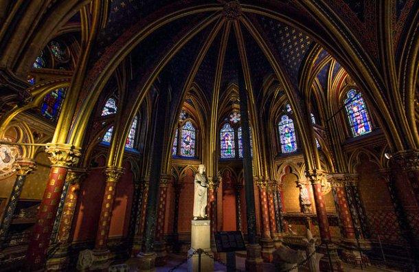La Crypte de la Sainte Chapelle - photo Fr Lawrence Lew, O.P./ Flickr