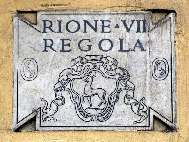Plaque of Regola, the VII rione of Rome. (Dailyphotostream.blogspot.com)