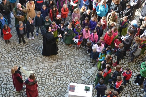 Hampton Court Palaces - Live interpreter interacting with visitors. Photo courtesy of Past Pleasures.