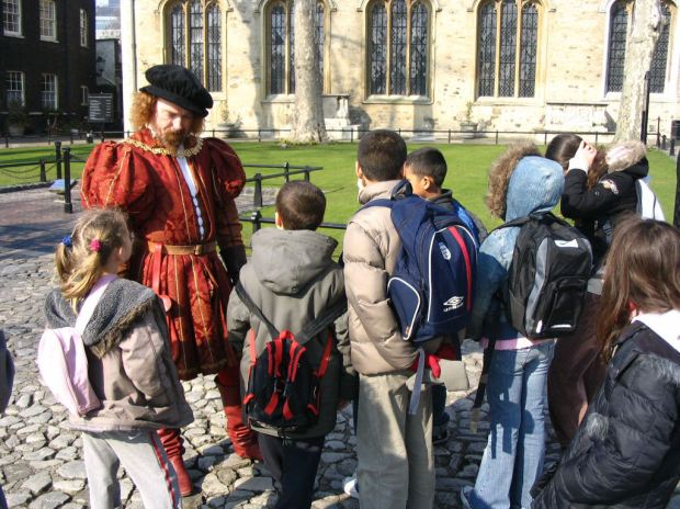 Tudor guide interacting with children at the Tower of London. Photo courtesy of  Gospel Oak Website, gospeloak.camden.sch.uk