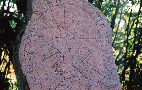 The Vik stone (U 288), Uppland, Sweden. 12th cent. Image courtesy of Wikimedia Commons; photographer: Robin Iversen.