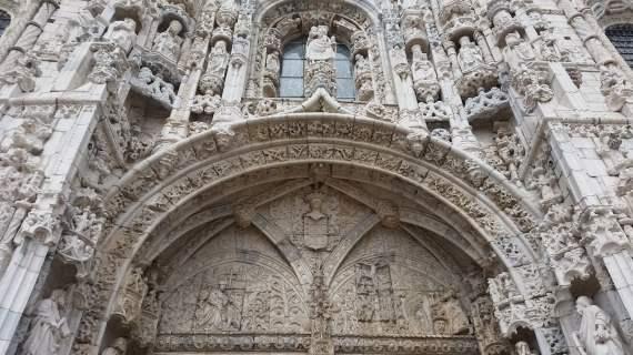 Manueline architecture on the South Portal of Jerónimos Monastery, Belém, Lisbon. Photo by Medievalists.net.