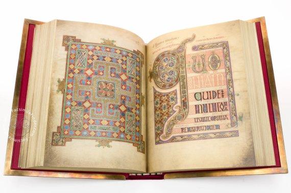 most beautiful medieval manuscripts lindisfarne gospels
