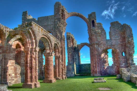 Ruins of Lindisfarne - photo by _The Real McCoy /Flickr