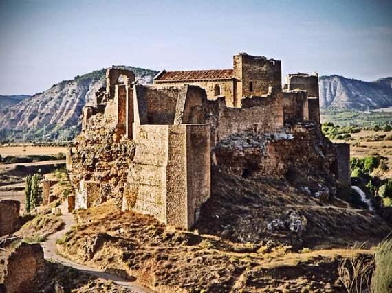 Zoirta Castle - photo by doid from Madrid, España  / Wikimedia Commons
