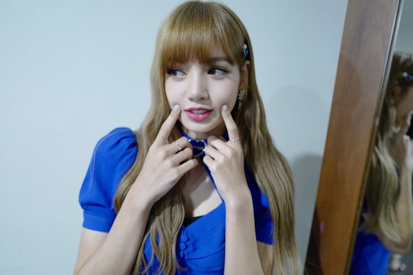 Lisa 'Blackpink' Lakukan Meet And Greet Di Indonesia!