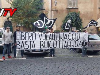 """Ostruzionismo dirigenza liceo """"F.A. Gualtiero"""", sit in Blocco Studentesco"""